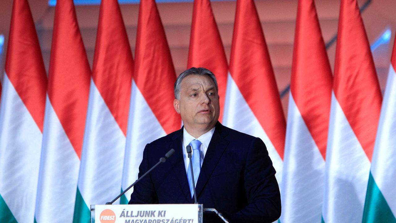Premiér Viktor Orbán řeční vbudapešťském kulturním centru vzávěru kampaně před národní konzultací známou jako stop Bruselu.
