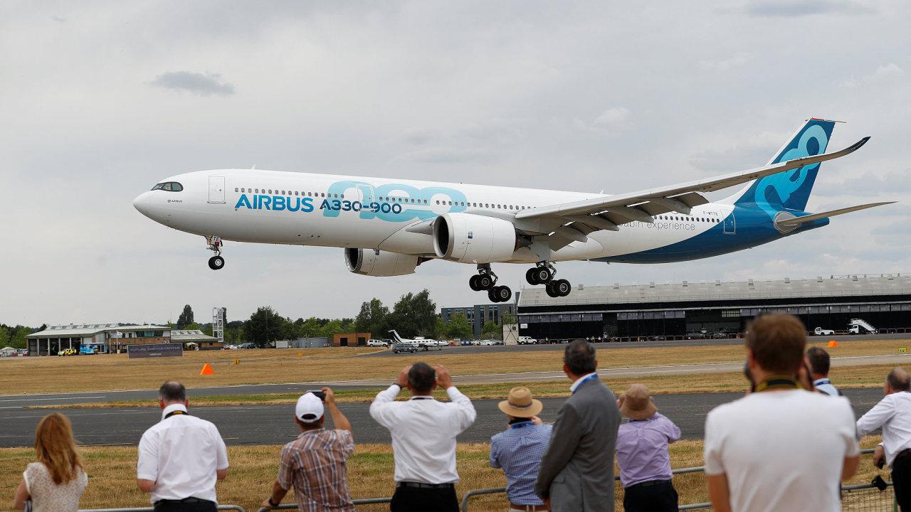 Farnborough láká na velkou leteckou přehlídku. Již tradičně soupeří Boeing a Airbus