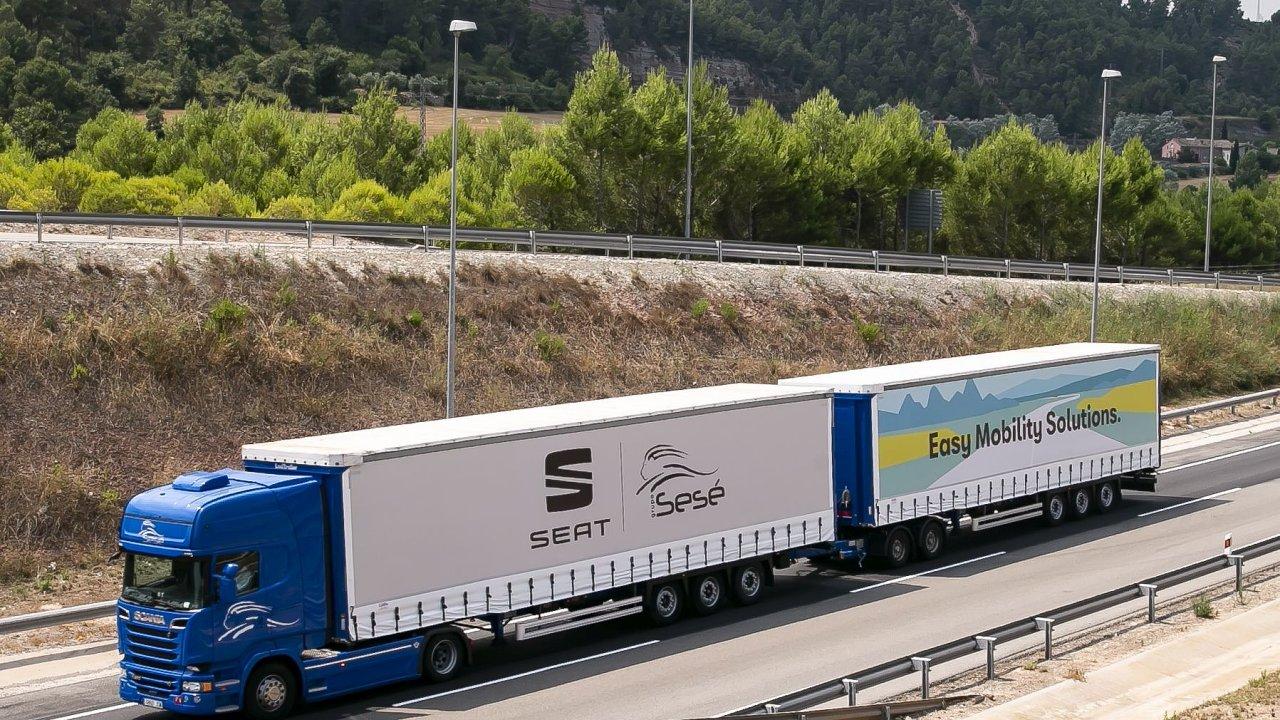 Automobilka Seat zkouší ve Španělsku gigaliner s délkou 31,7 m.
