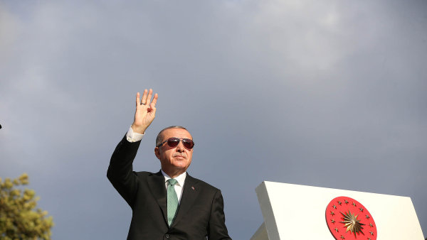 Nejen iPhone. Turecko bude bojkotovat elektro z USA