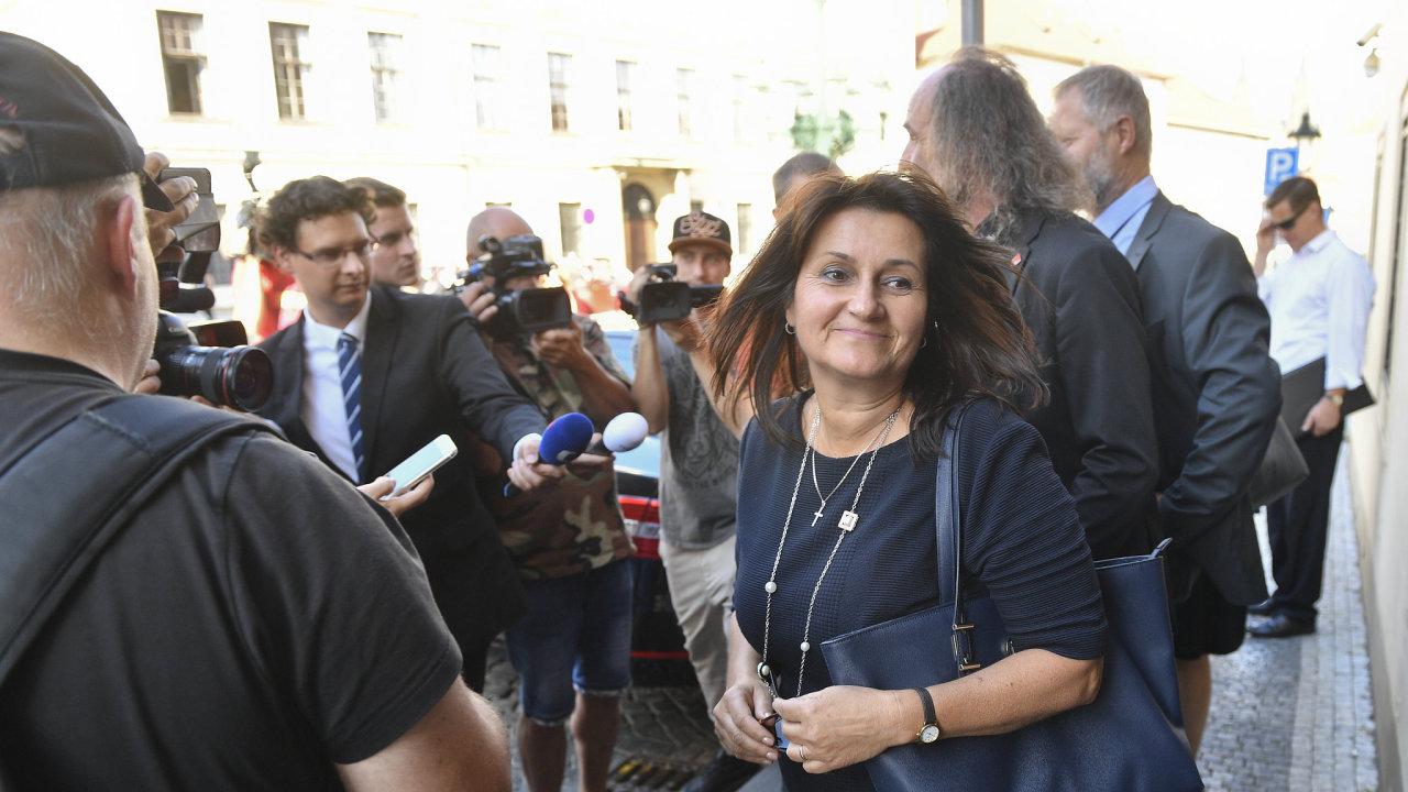 Europoslankyně Michaela Šojdrová (vpravo) přichází 21. září 2018 v Praze na schůzku s premiérem Andrejem Babišem kvůli přijetí pěti desítek sirotků původem ze Sýrie.