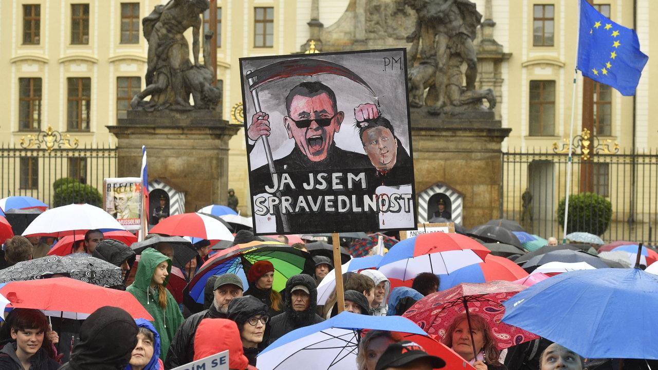 Demonstrace za nezávislost justice byla svolána také v Brně, Ostravě, Hradci Králové, Českých Budějovicích, Liberci a Olomouci.