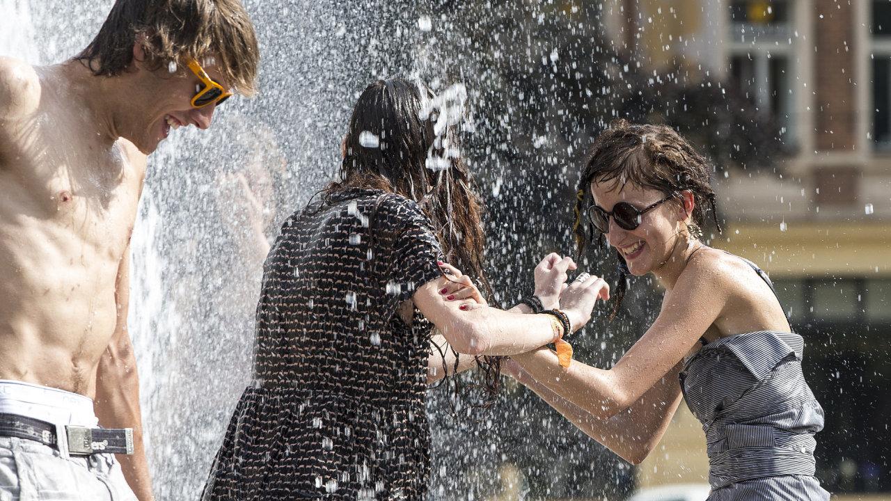 Rekordní vedra a vodní radovánky
