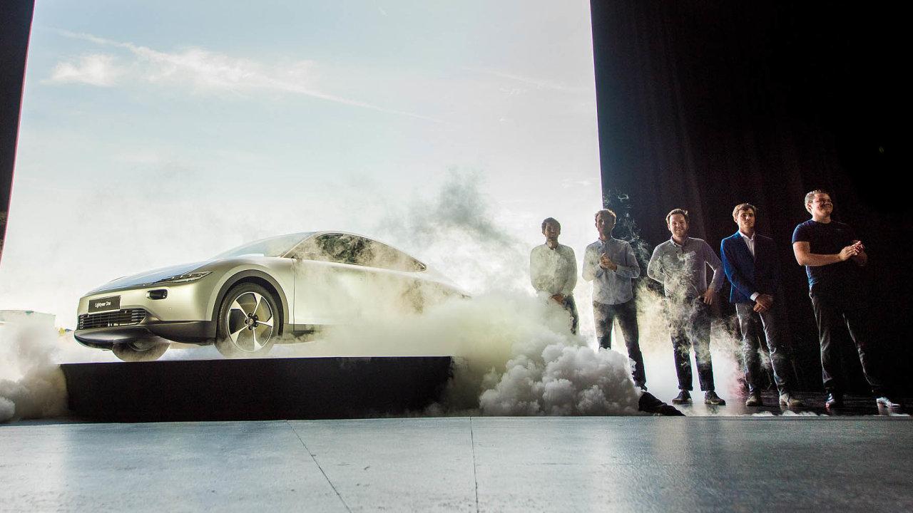 Představení s pompou. Firma dělá svému prototypu elektromobilu One náležité promo.