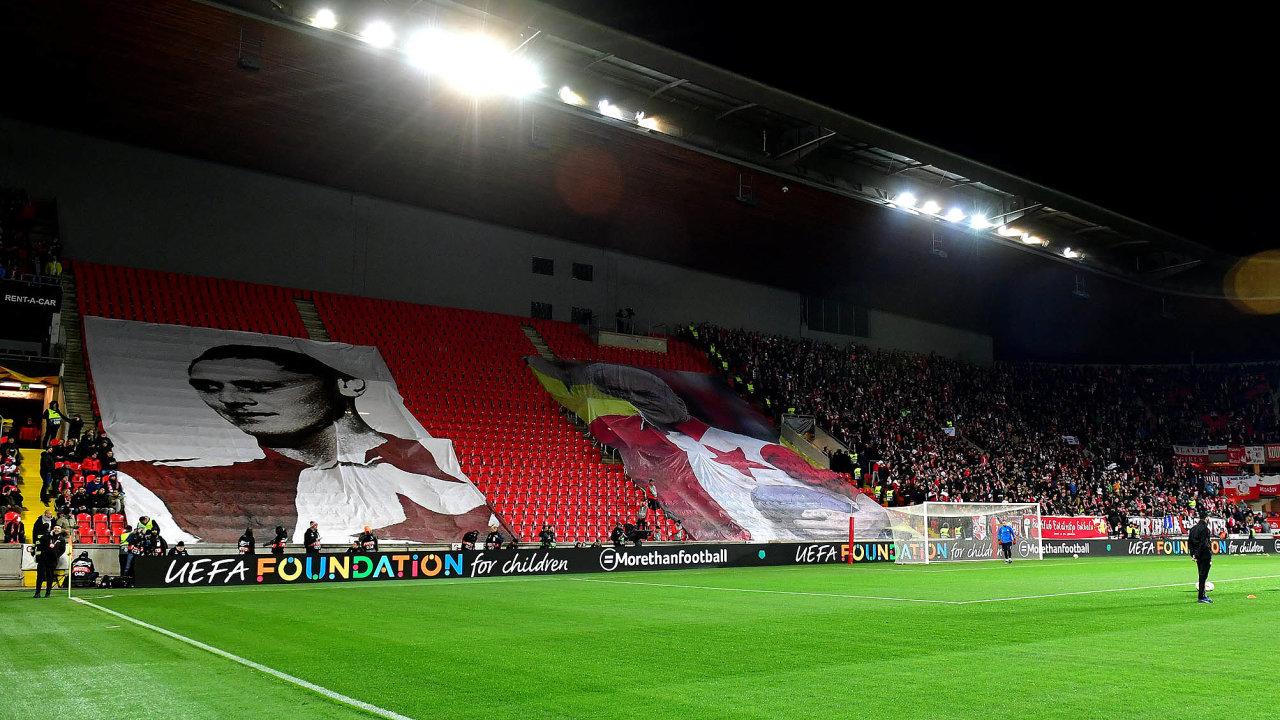 Zařádění chuligánů už Slavia několikrát pykala. Kromě pokut měla zavřenou část tribuny Sever ipři letošním utkání Evropské ligy proti londýnské Chelsea.