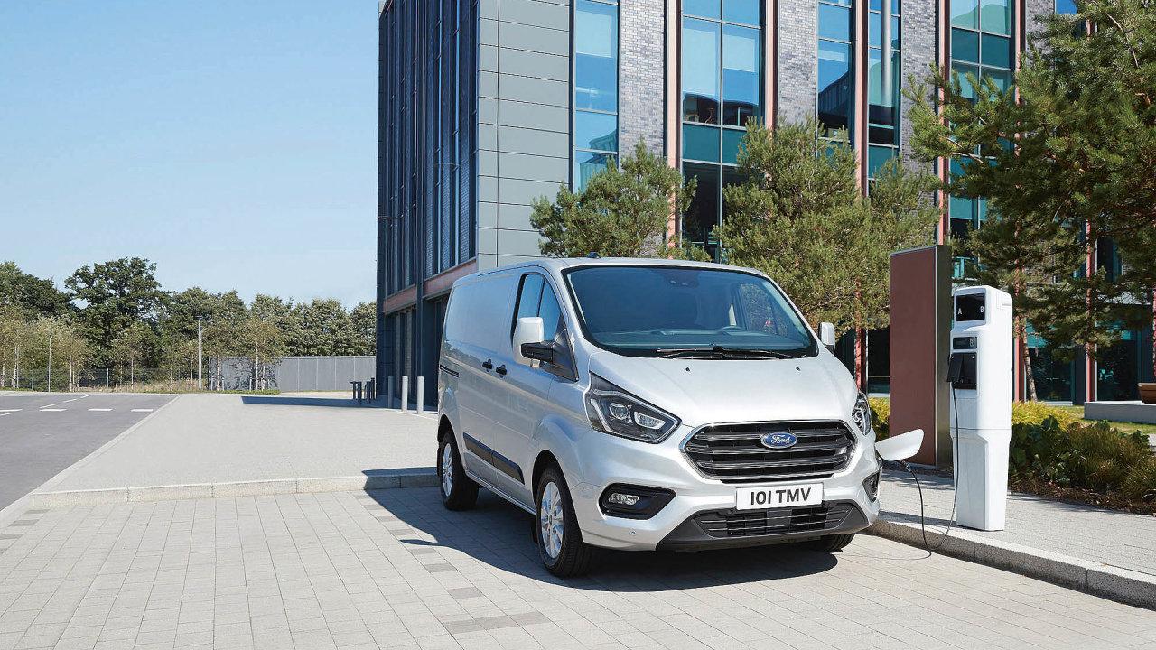 Ford testoval provoz hybridních Transitů vLondýně.