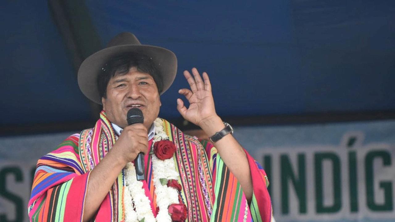 Bývalá hlava státu: První indiánský prezident země Evo Morales přitahoval voliče indiánským krojem a neformálním chováním. Popudil je ale autoritářskými sklony a utrácením.