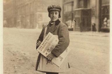 Desetiletý prodavač novin Marshall Knox z Rochesteru ve státě New York. Únor 1910.