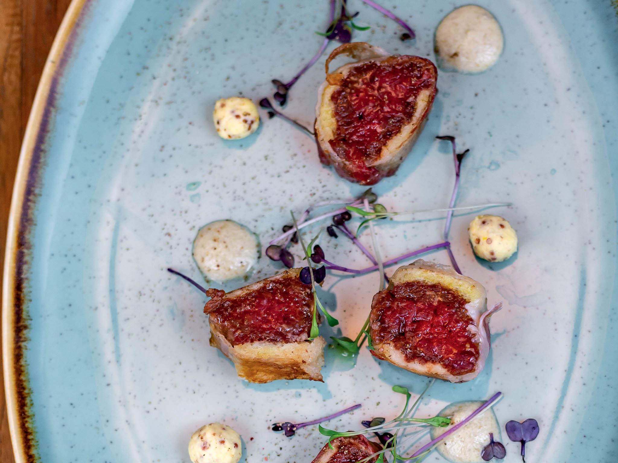 Gastronomický řetězec La Place zve naromantický výlet napoděbradskou kolonádu. Pro finediningovou restauraci Cucina jídlo & víno přichystal šéfkuchař Richard Voržák šestichodové menu.