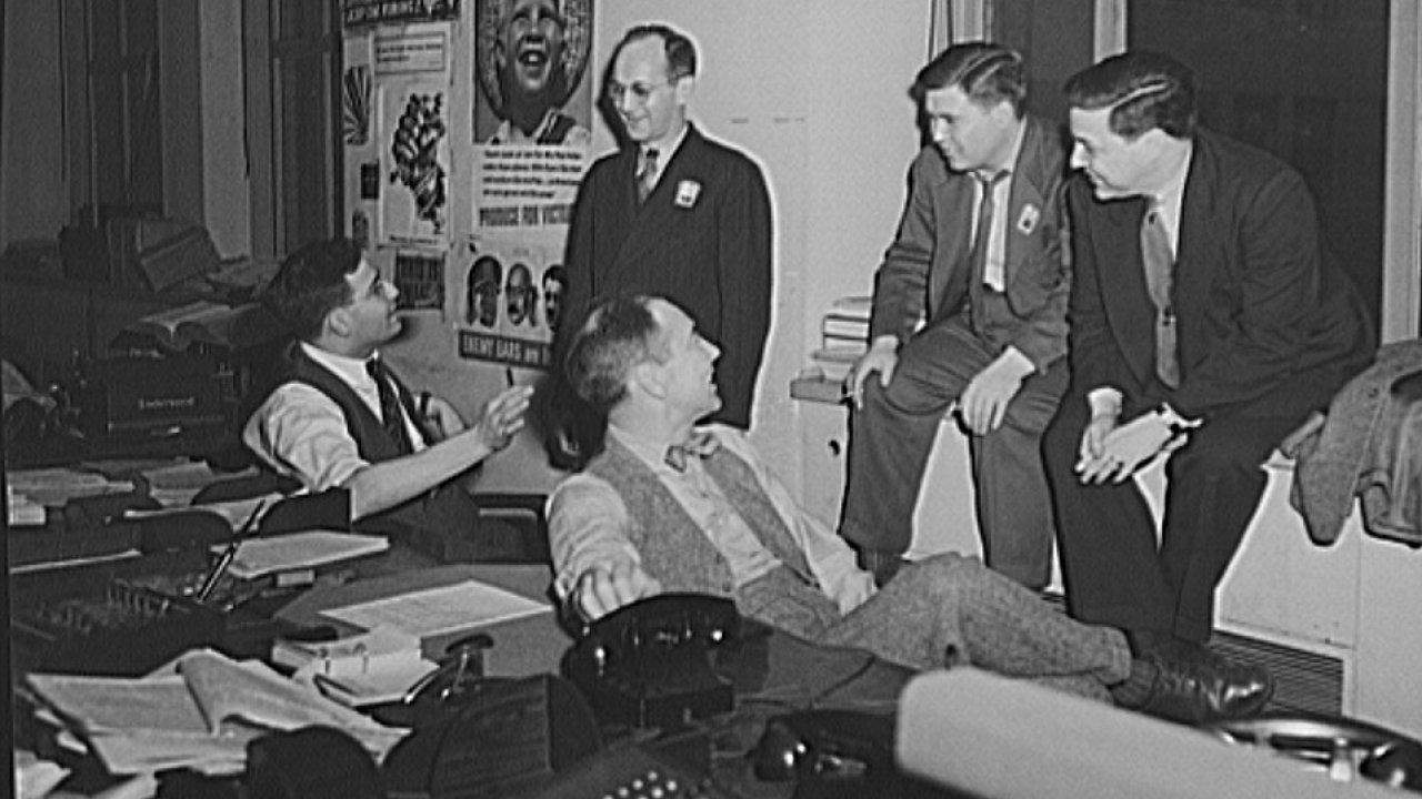 Newsroom amerického Úřadu válečných informací, mezi lety 1942 a 1945.