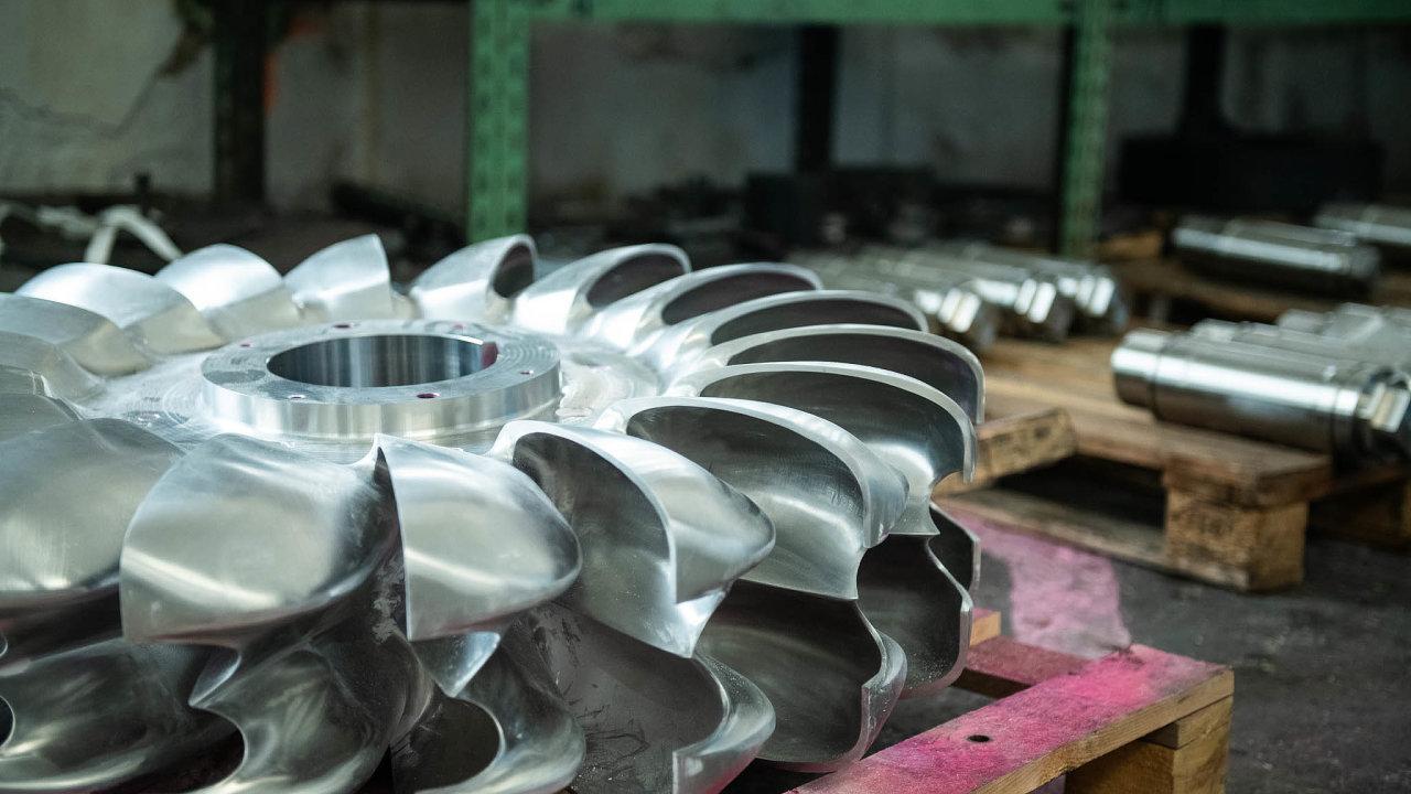 Oběžné kolo Peltonovy turbíny (na snímku) dokazuje strojařský fortel, snímž vbenešovských dílnách vodní turbíny vznikají.