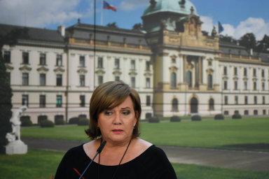 Ministryně financí Alena Schillerová často opakuje, že pomoc firmám včetně státních záruk za úvěry dosáhne k 1,2 bilionu korun. Z této obří sumy se k nim ale zatím dostal jen nepatrný zlomek.
