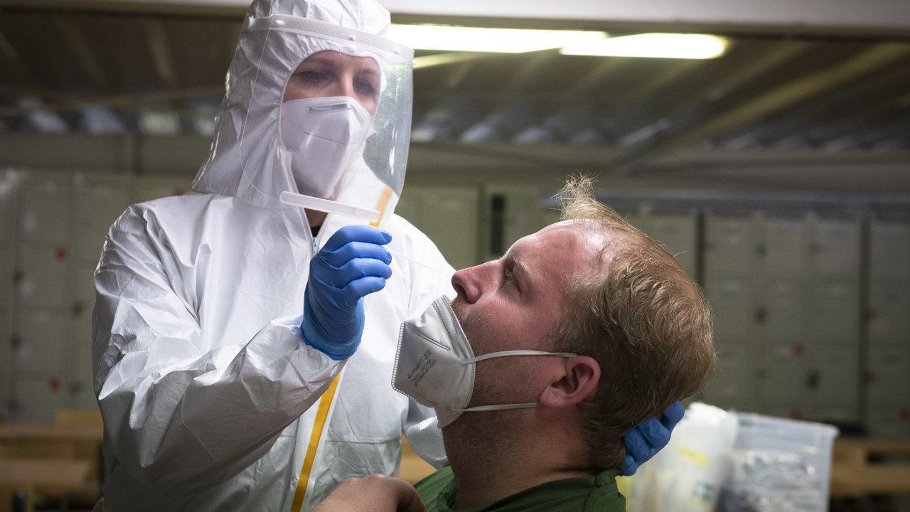 Firemní testování na koronavirus ve společnosti Linet, která vyrábí zdravotnická lůžka.