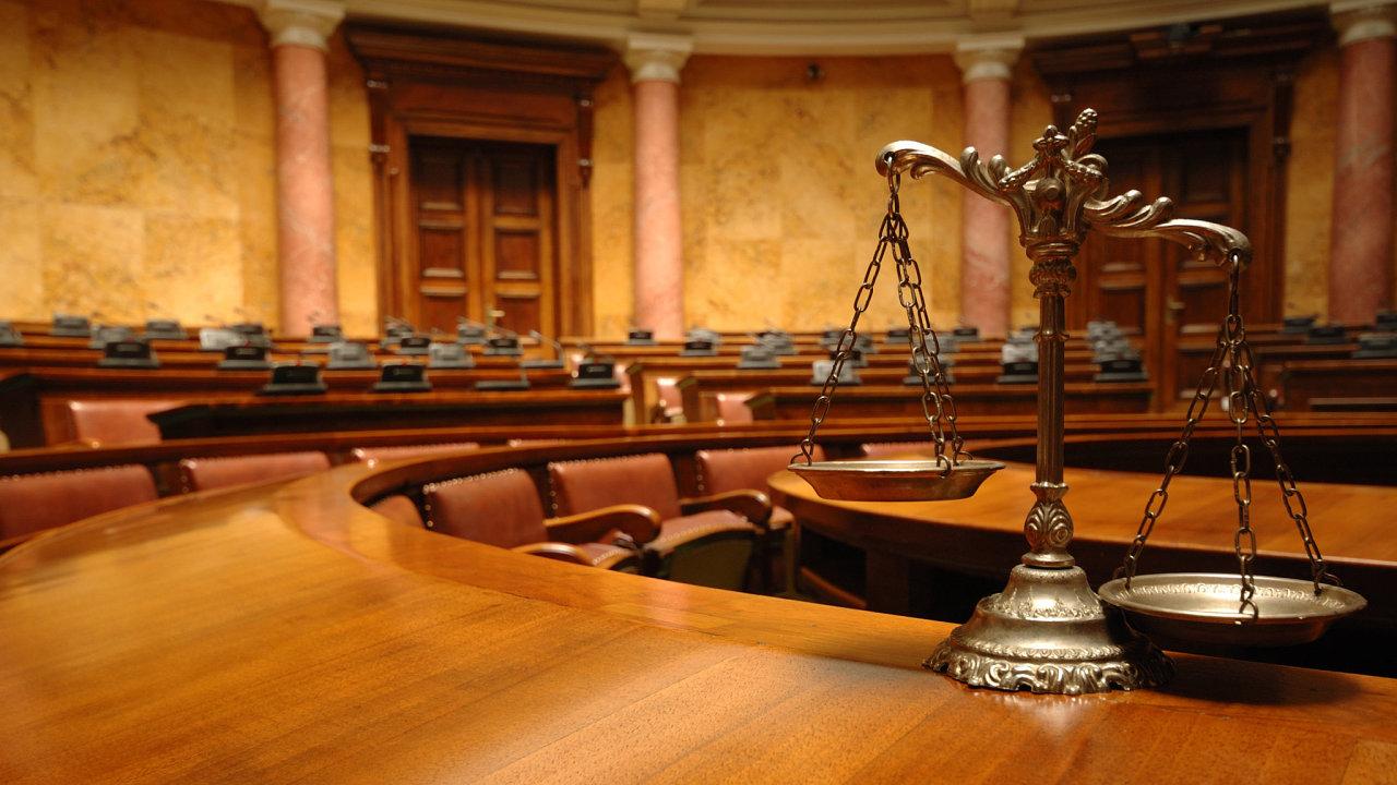soud, soudní znalci