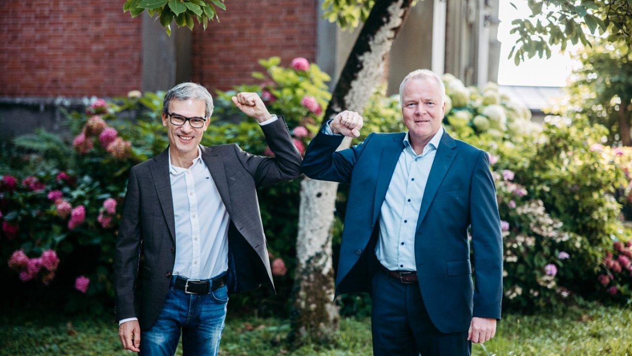 Po podpisu smlouvy o převzetí Spedition Lode – zleva Rüdiger Lode a Werner Dettenthaler, managing director pozemní dopravy Gebrüder Weiss Německo