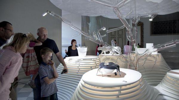 Komplex šesti výstav působí v Mikulově tak trochu jako bohatě prostřený stůl