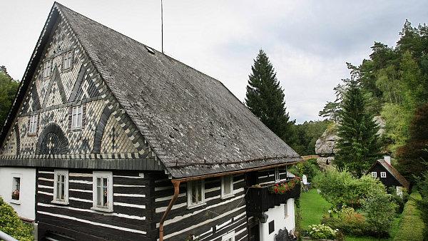 Do katastru obce Blatce spadají i památkově chráněné roubenky v sousedních Blatečkách.