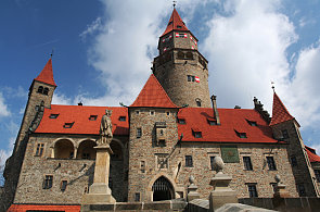 Ředitel muzea Zádrapa: Kouzelný hrad Bouzov a blízká výroba syrečků