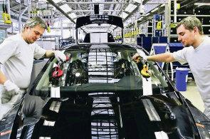 Zaměstnanci podniku Škoda Auto.