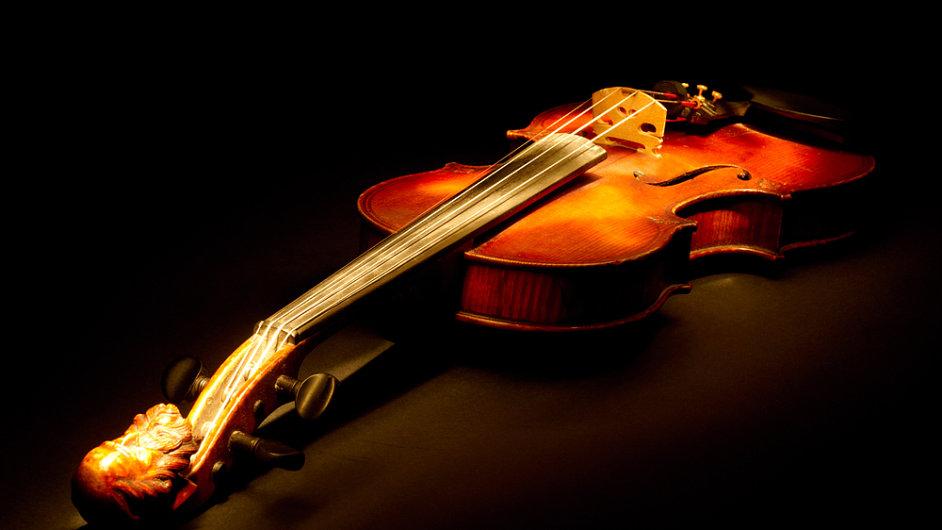 ilustrační: housle, hudební nástroje
