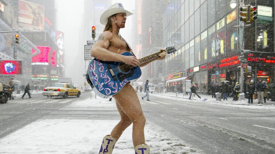 Nahý Kovboj, pouliční performer z New Yorku