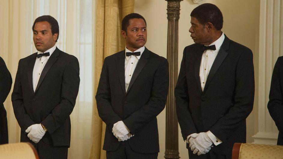 Forest Whitaker (zcela vpravo) ztvárnil hlavní roli komorníka ve filmu The Butler