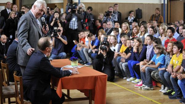 Prezident Zeman diskutuje