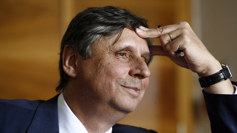 Ministrovi financí Janu Fischerovi se otevírá cesta do diplomacie