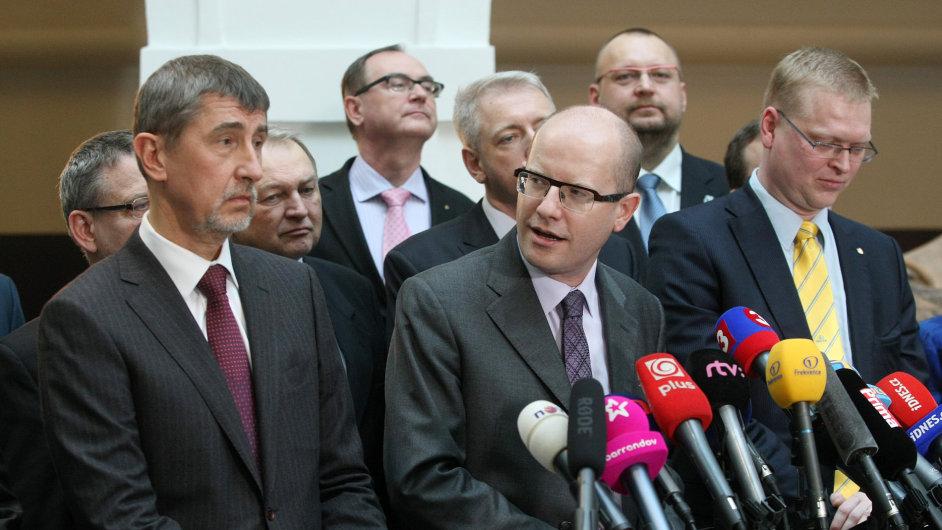 Andrej Babiš a Bohuslav Sobotka po podpisu koaliční smlouvy