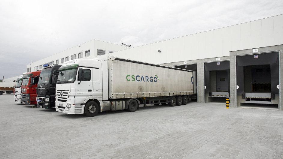Penny Market - slavnostní otevření skladu Dobřany. Na snímku kamiony CS Cargo