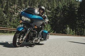 Harley-Davidson představil Road Glide Special, luxusní stroj na polykání mil