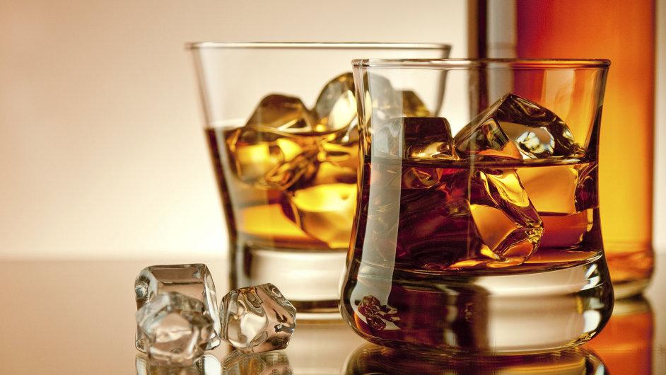 Vědci zkoumají ,co se děje se zbytkem whisky, který zůstane na dně sklenice. - Ilustrační foto