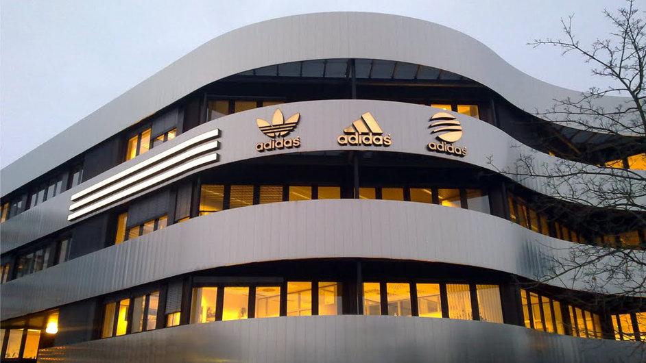 Německý Adidas v USA přišel o druhé místo v prodejích.