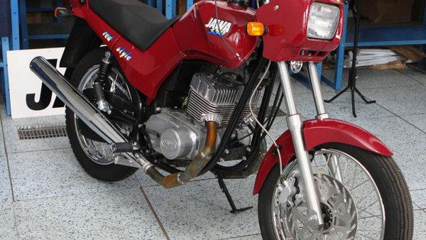 Jawa se m�n�. Nov�, siln�j�� motocykly jsou na sv�t�