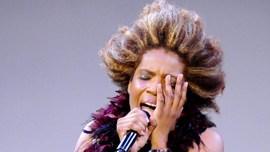 Mezi stovkami zpěvaček R&B s obrovským rozsahem vyčnívá hlas Macy Gray jakousi kočičí poživačností.