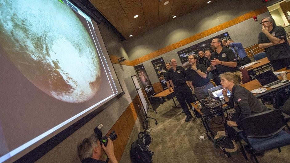 Vědci z projektu New Horizons