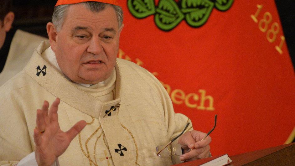 Kardinál Dominik Duka v Lánech sloužil bohoslužbu za vlast a za prezidenta.