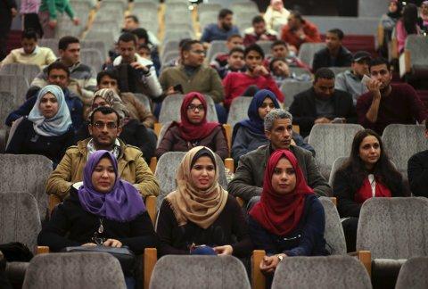 V sálu Společnosti červeného půlměsíce v Gaze se začaly promítat filmy.