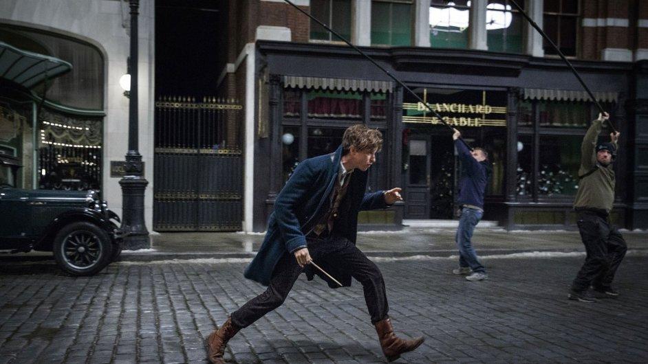 Snímek z natáčení filmu Fantastická zvířata a kde je najít, který do tuzemské distribuce vstoupí 17. listopadu.