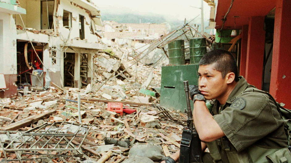 0825FTF010 COLOMBIA REBELS 0825 11