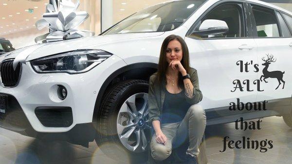 Youtuberka Carla Kirstenová ve videu z přebírání nového vozu BMW