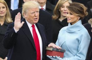 Trumpova inaugurace: Vítězná gesta a bývalí prezidenti, ale také protesty a rozbité výlohy