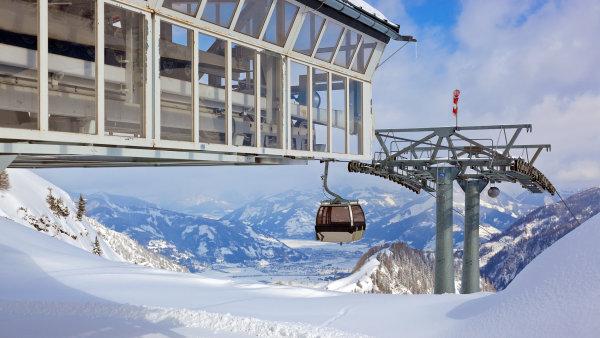 V rakouském Kaprunu v listopadu 2000 zahynulo 155 lidí, kteří se vydali tunelovou dráhou na oblíbený ledovec Kitzsteinhorn.