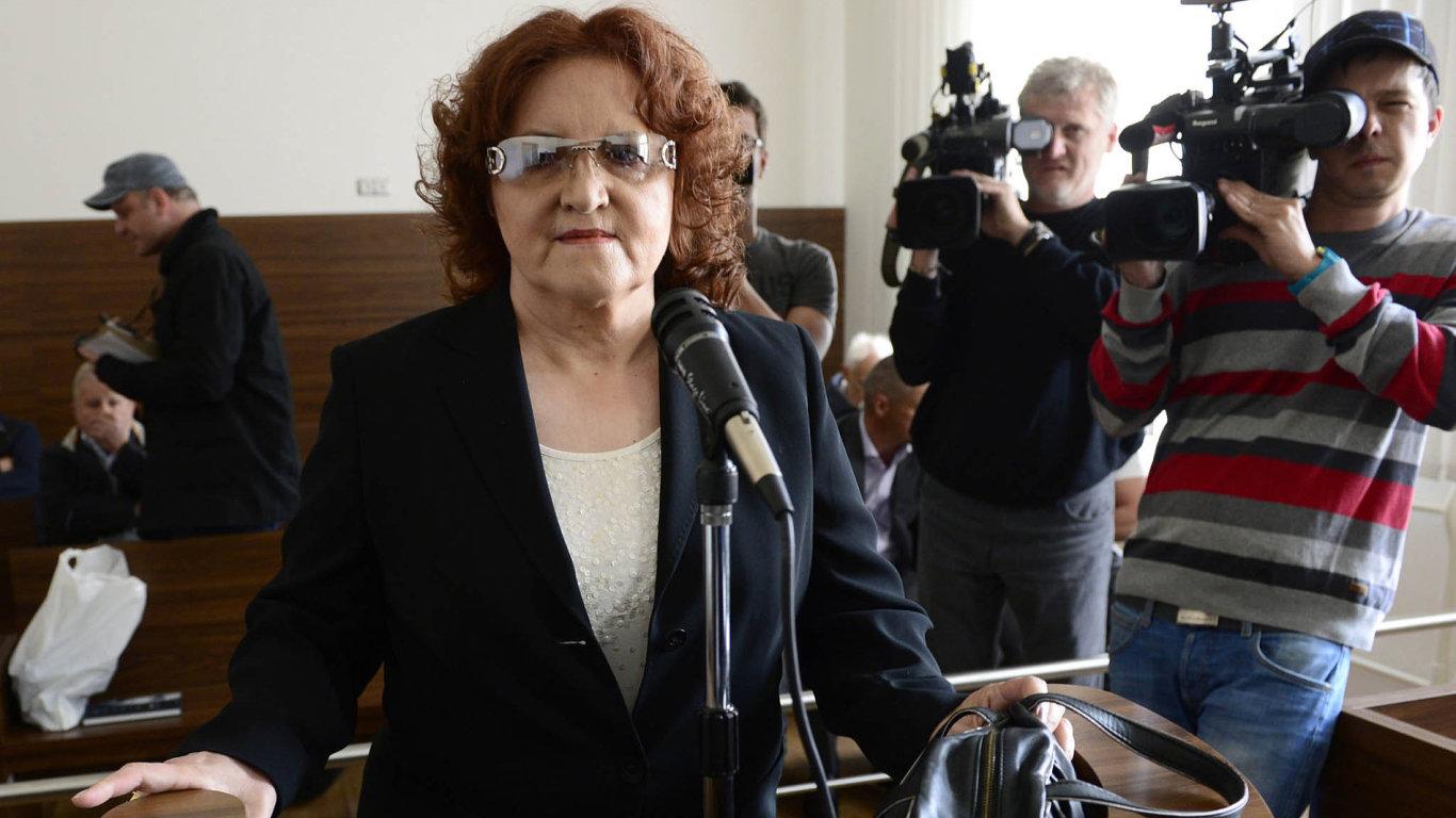 Vlasta Parkanová. Nyní je v roli obžalované, v květnu 2014 už ale stála před soudem jako svědek vkauze svého nástupce Martina Bartáka.