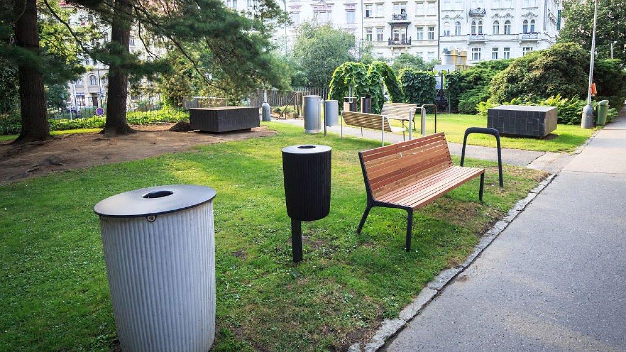 V areálu IPR Praha jsou nyní k dispozici prototypy nového městského mobiliáře, který Praha aktuálně vybírá v designérské soutěži.