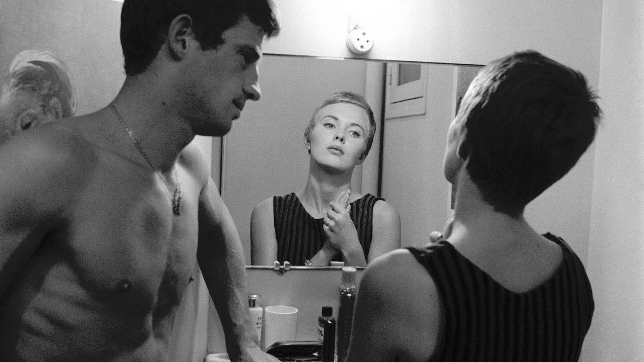 Film režiséra Jeana-Luca Godarda zvaný U konce s dechem z roku 1960 přes noc udělal z neznámého absolventa pařížské divadelní konzervatoře slavného Belmonda.