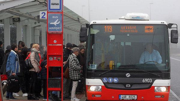 Pražský dopravní podnik získal 300 nízkopodlažních autobusů.