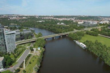 Podívejte se, jak by mohl vypadat nový Libeňský most. Ten starý podle expertů nejde stoprocentně opravit, navíc tvoří hráz při povodních