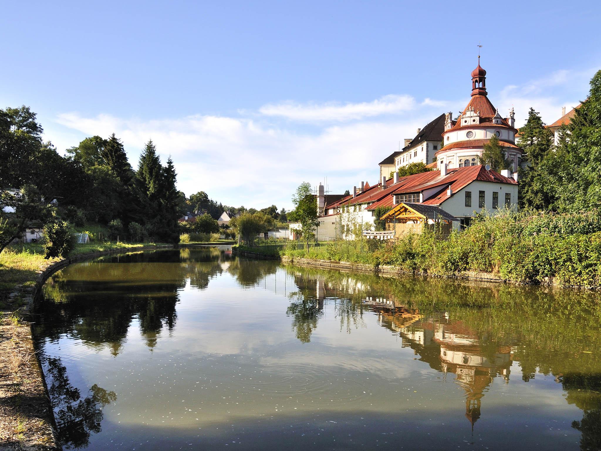 Česká Kanada (na fotce Jindřichův Hradec) je jednou z nejhezčích oblastí pro sportovní jízdu v Čechách.