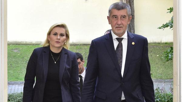Premiér Andrej Babiš (ANO) a exministryně spravedlnosti Taťána Malá (ANO), která odstoupila kvůli opisování vdiplomové práci.